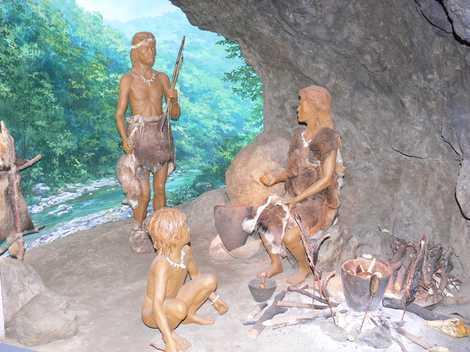 北相木村考古博物館の画像 栃原岩陰遺跡から出土した考古遺物を展示栃原岩陰遺跡から出土した遺物を収