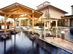 極楽温泉幸の湯の画像 広大なスペースで楽しむ多彩な風呂岩肌の感触が楽しめる露天岩風呂では、季..