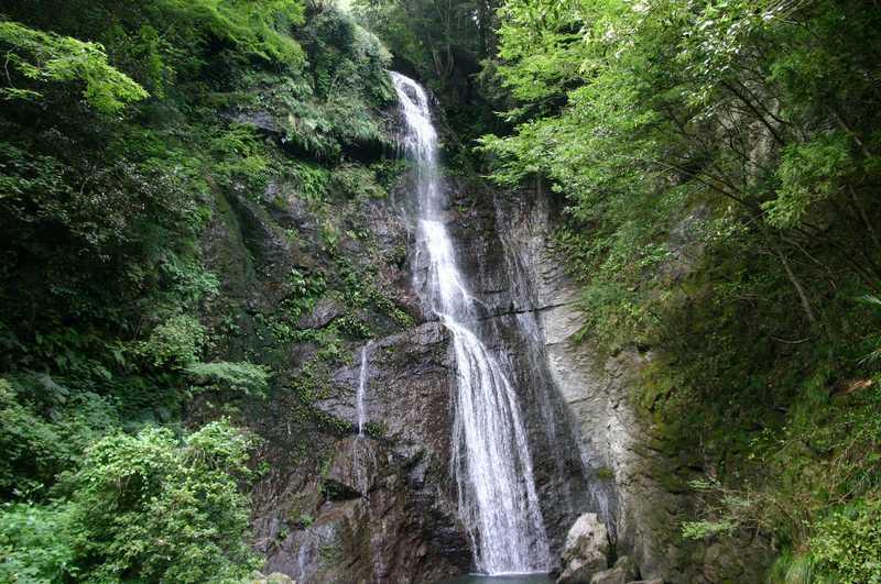 閑定の滝の画像