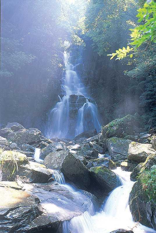 湯の鶴七滝大滝