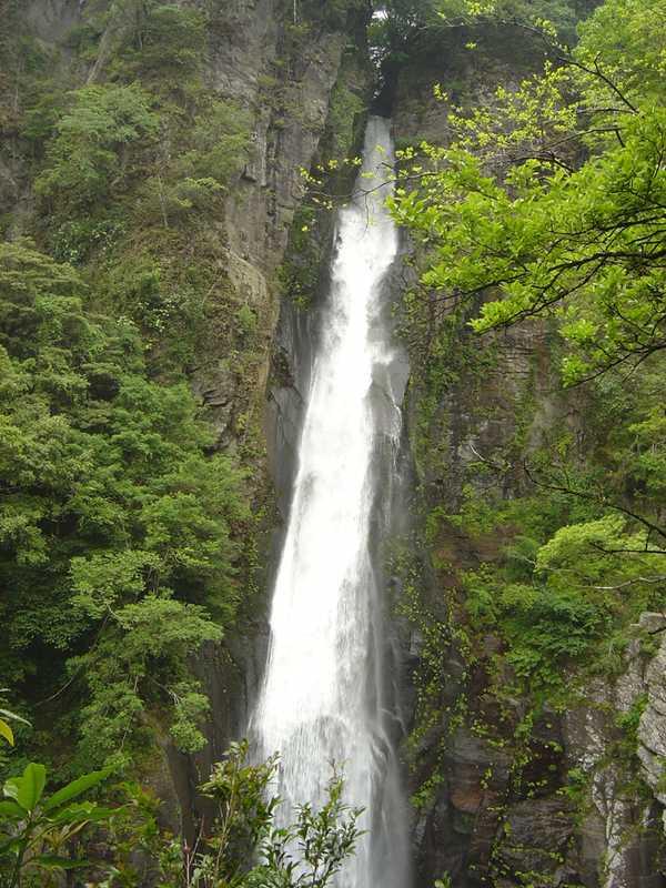 西椎屋の滝