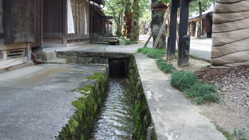 新庄宿の小川
