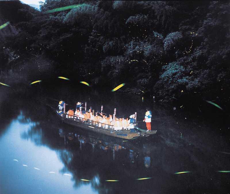 日本初の「ホタル舟」