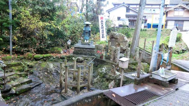 弘法池の水