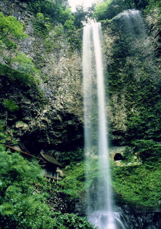 壇鏡の滝湧水
