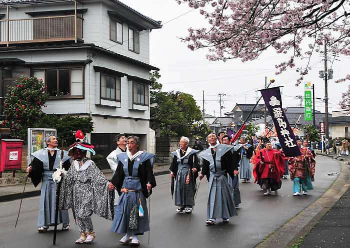 巌島神社例大祭御輿流し