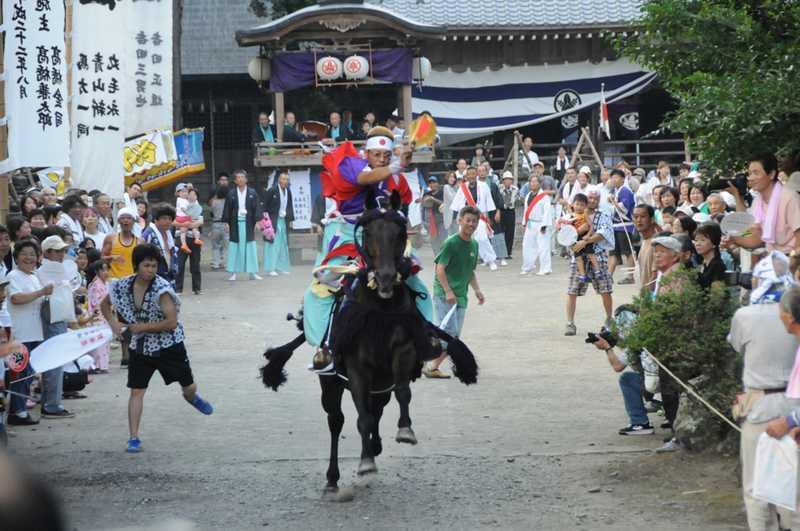 長屋神社の馬かけ祭り