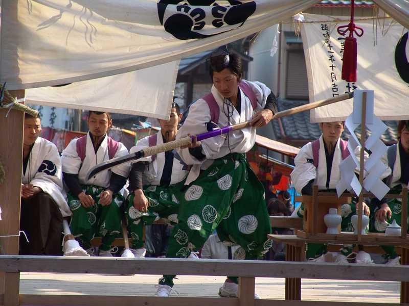 三熊野神社の地固め舞と田遊び