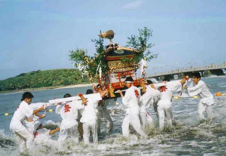 青島神社裸詣りの画像