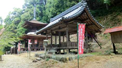 日龍峰寺(高沢観音)の画像 「美濃清水」と異名がある真言宗のお寺本堂が、京都の清水寺に似た舞台造