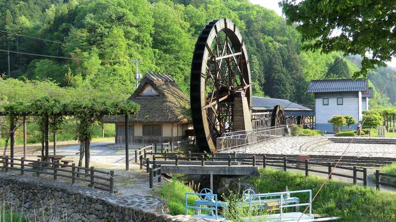 日本一の親子孫水車と紙の館 夢すき公園