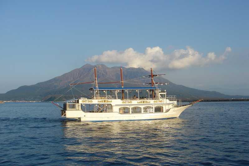 錦江湾観光遊覧船「クイーンズしろやま」