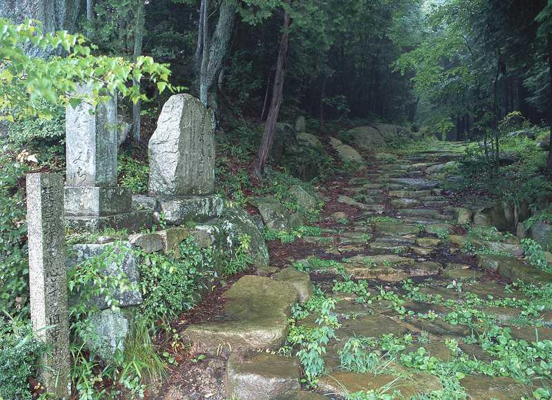 中山道 琵琶峠の石畳