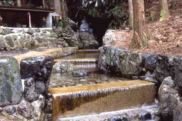 洞川湧水群(ごろごろ水)