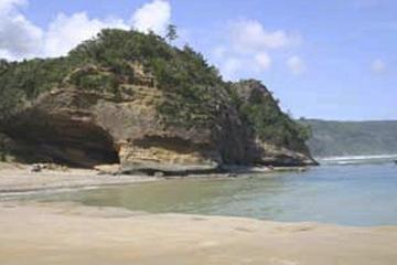 犬城海岸馬立の岩屋