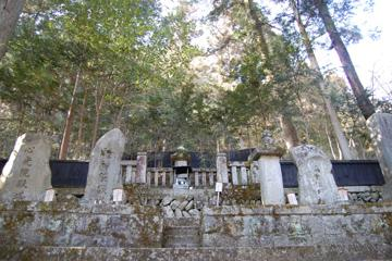 木曽義仲の墓