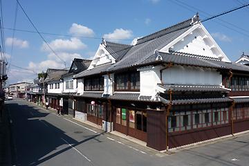 商家と職人の居蔵造りの街並み 八女福島