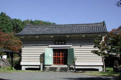 鶏足寺収蔵庫「己高閣」「世代閣」の画像