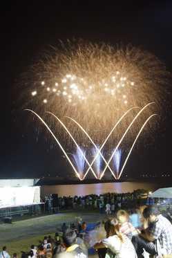 東松島市 鳴瀬流灯花火大会の画像