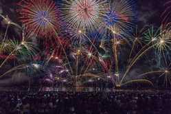 とうろう流しと大花火大会の画像